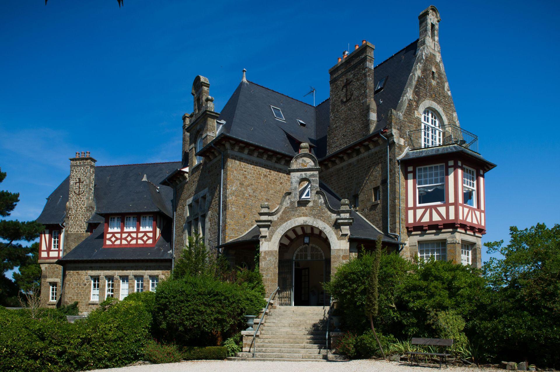 Chateau exterior2